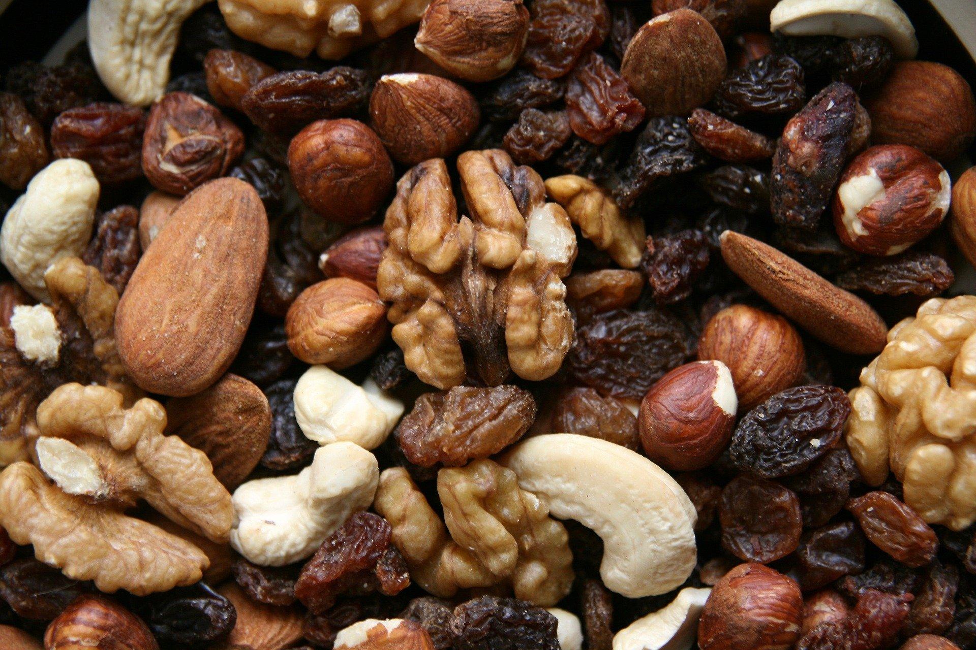 nuts 3841539 1920